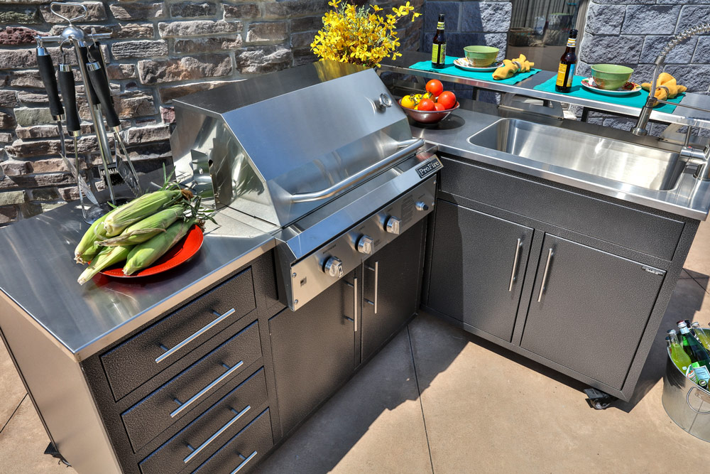 Challenger Designs outdoor kitchen